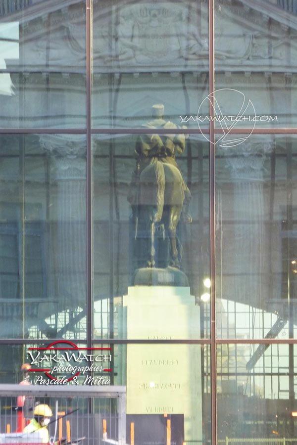 La statue du Marechal Joffre a été intégrée dans le hall d'accueil du Grand Palais Ephémère