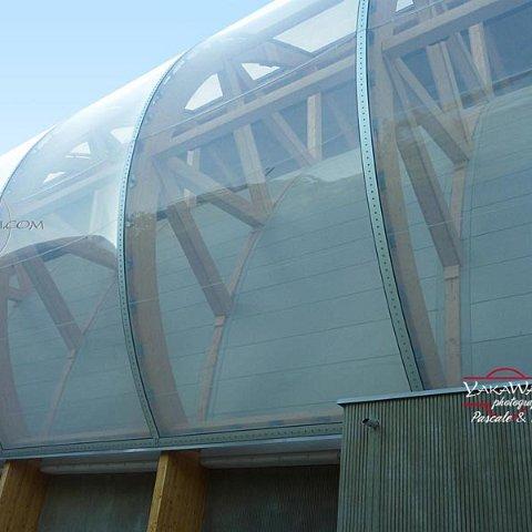 L'ETFE a été utilisée également pour le Grand Palais Ephémère érigé sur la Champ de Mars à Paris