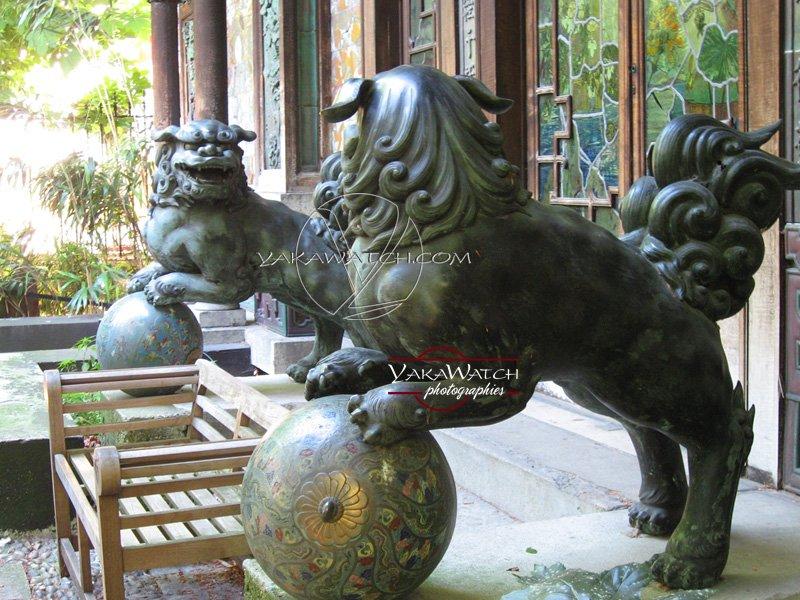 les lions gardent la Pagode