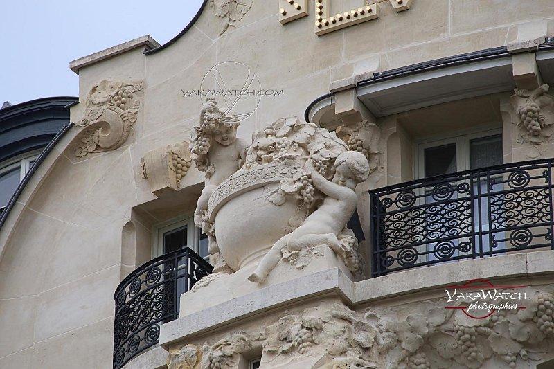 Les sculptures de façade sont signées Léon Binet et Paul Belmondo