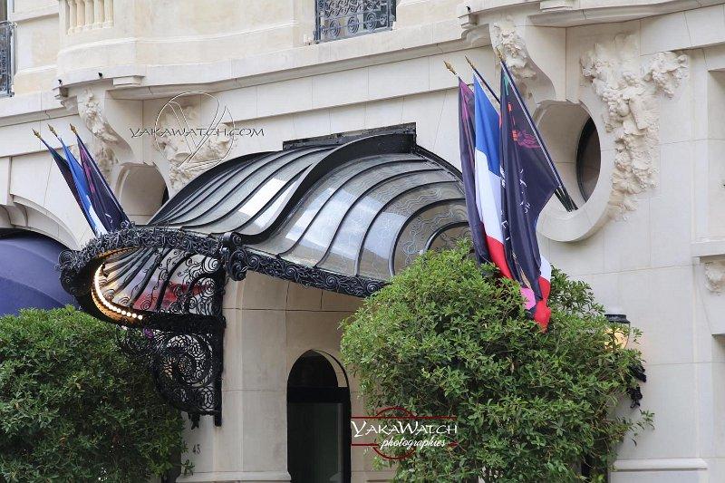 Une marquise (presque) d'origine trône à nouveau fièrement au dessus de l'entrée de l'hôtel Lutétia