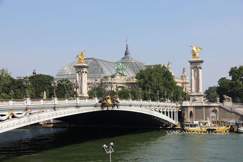 Pont Alexandre 3 et Grand Palais en arrière plan.