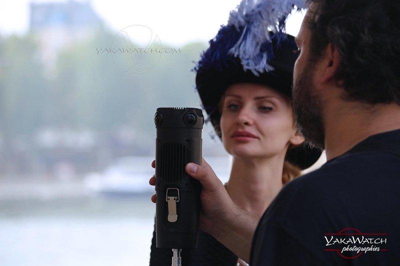 François Bouille en démonstration de sa caméra 360 sur le tournage de l'inconnue de la Seine