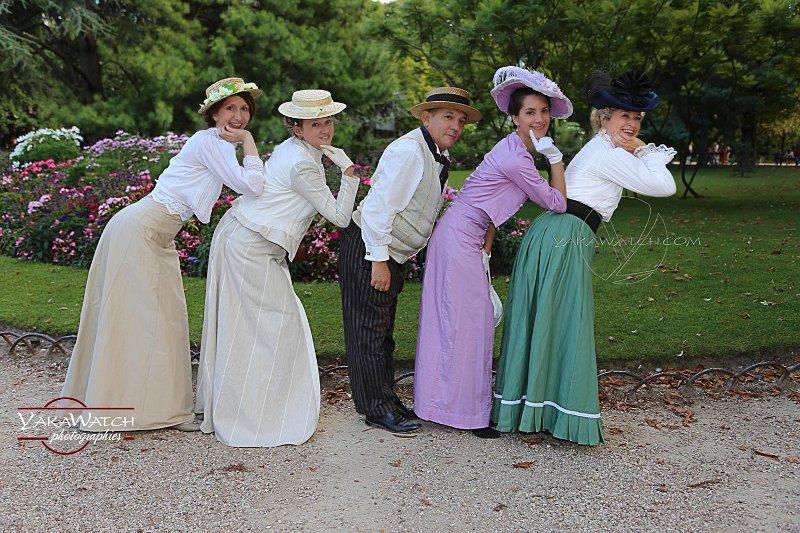 Mode - Costumes 1900 au jardin du Luxembourg