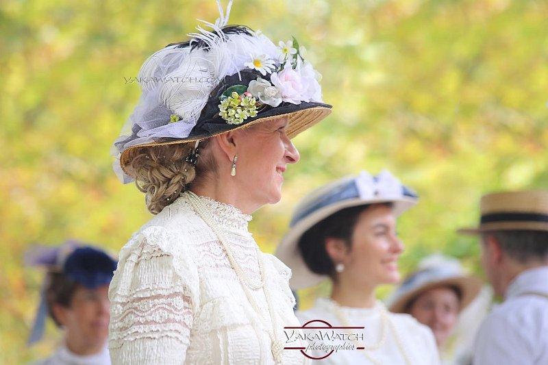 Chapeau 1900 au bal du jardin du Luxembourg