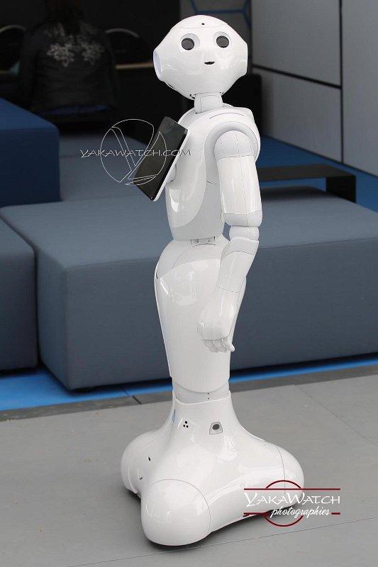le petit robot mignon du stand BMW