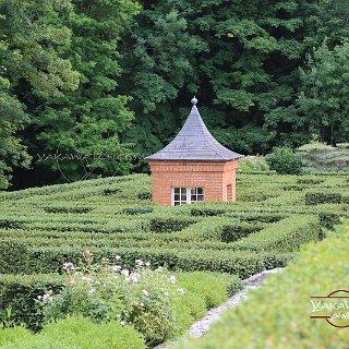 Labyrinthe jardins du château de Breteuil
