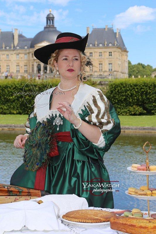Journée Grand Siècle et concours d'élégance. La lauréate dans la catégorie 'Costumes féminins'