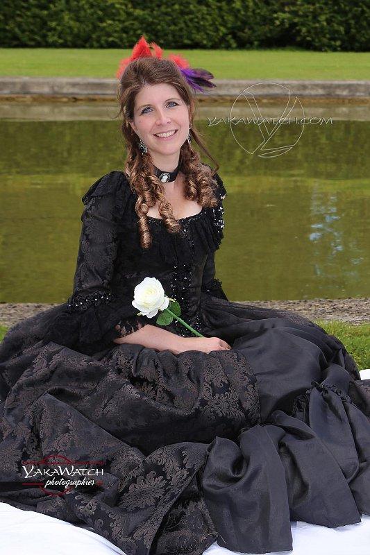 Journée Grand Siècle 2017 à Vaux le Vicomte - Yakawatch photographies - Fille en noir et rose blanche
