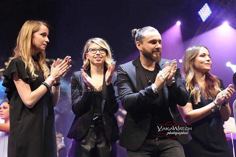 Raphaël Perrier, entouré de  Justine Gaubert, Fanny Têtedoux et Éloïse Moreau,