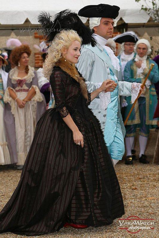 Louis XVI et Marie Antoinette arrivant à la Laiterie de la Reine à Rambouillet