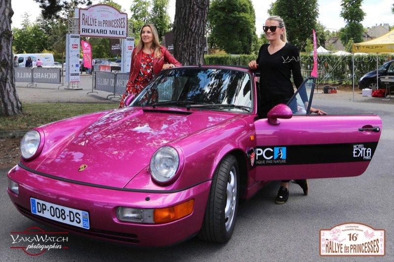 85 - Carine Blanc et Eléna Azria - Porsche 964 cabriolet de 1990