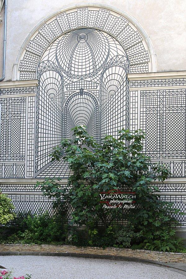 Treillage décoratif et trompe-l'œil square Rapp à Paris