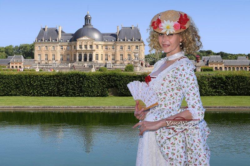 Participante costumée à la Journée Grand Siècle de Vaux le Vicomte