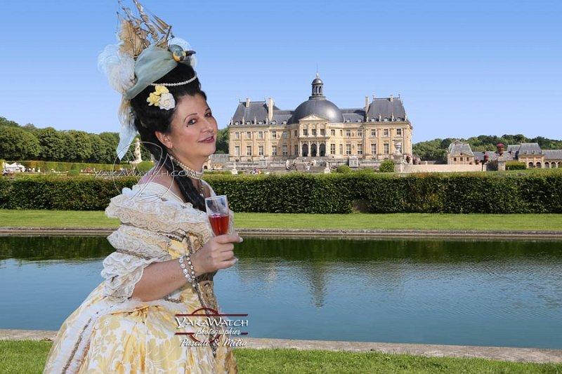 La belle poule (coiffure) et le château - À Vaux le Vicomte