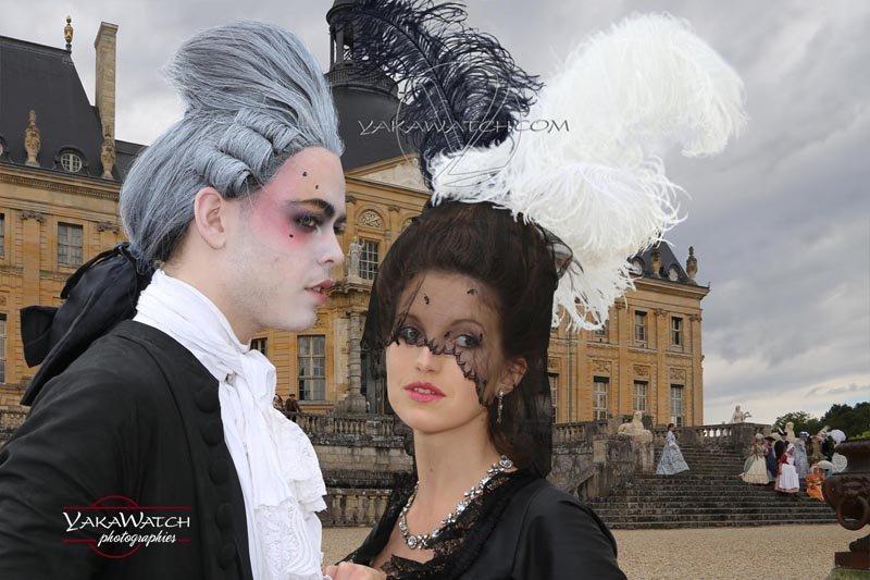 Couple costumé à la journée Grand Siècle