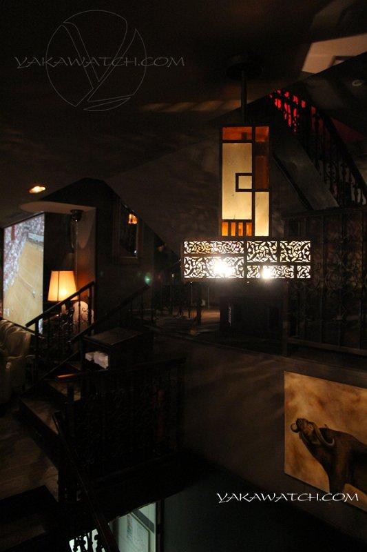 Intérieur Pub St Germain - Escalier et lumières