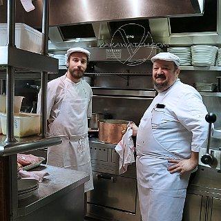 Le chef Pierre Saugrain en cuisine, depuis plus de 17 ans à la Fontaine de Mars
