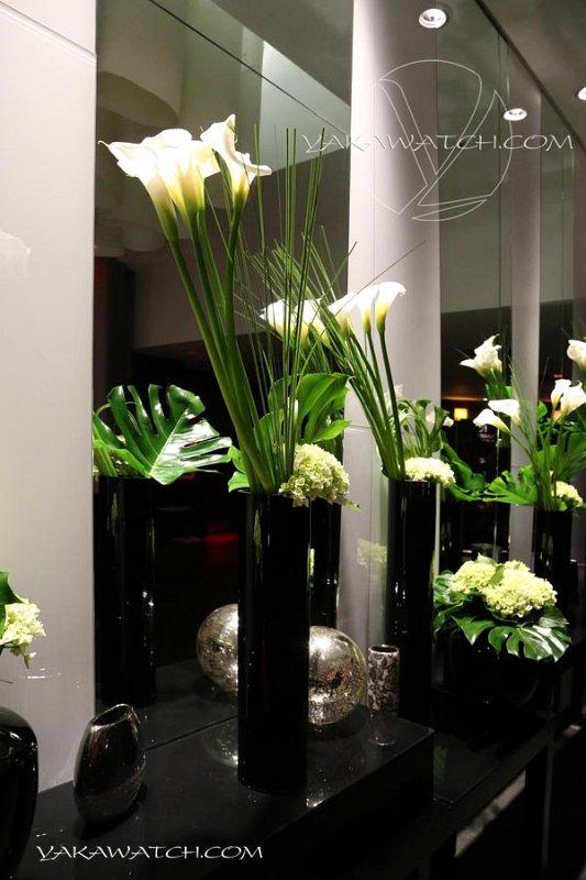 Composition florale dans le lobby de l'hôtel Renaissance Arc de Triomphe Paris