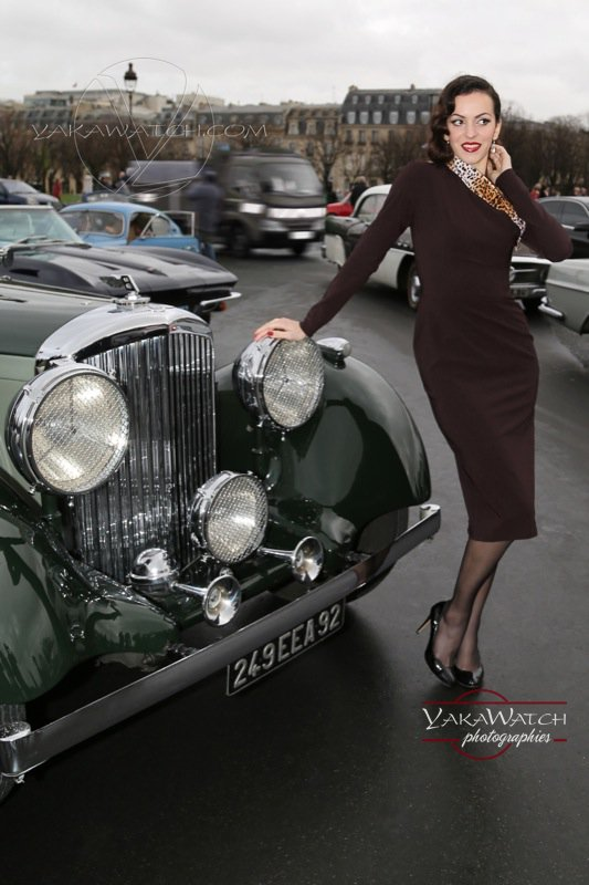 Automobile et glamour - Portrait de femme