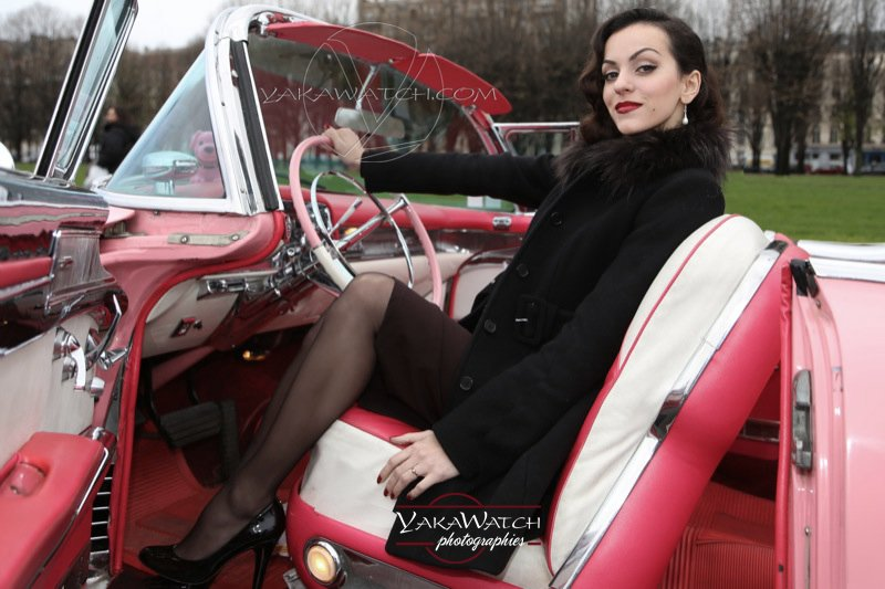 Portraits de femme en automobile de collection - Photos Yakawatch