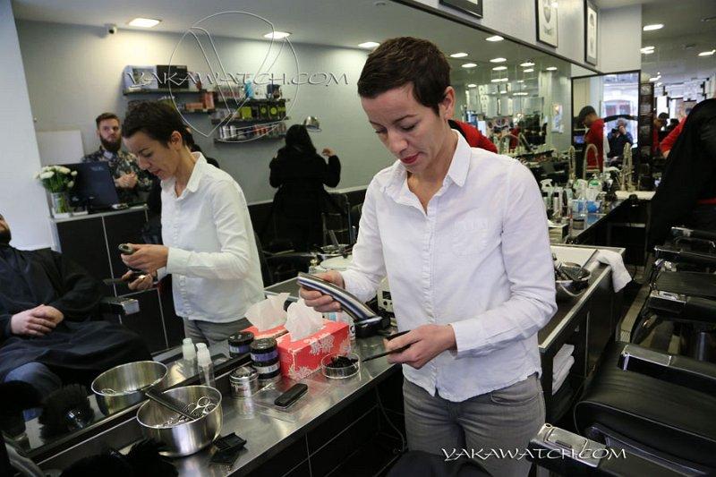 Sarah, la barbière de Paris, dans son BarberShop.