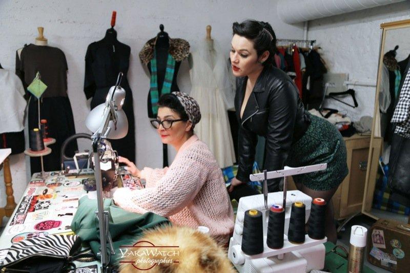 Suzy et Leel à l'atelier