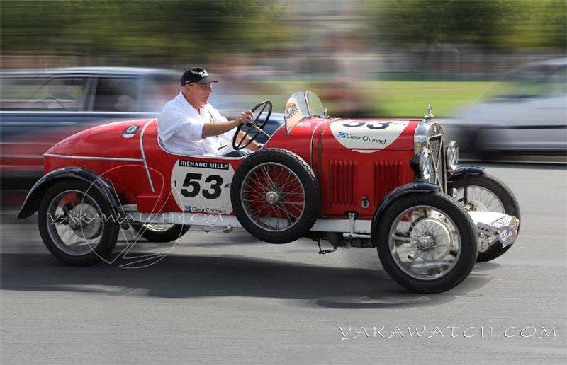 Triumph - 5ème traversée de Paris estivale