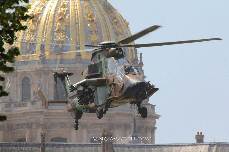 Hélicoptère aux Invalides